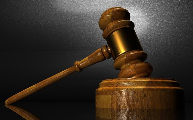 ¿Qué hacen los jueces y procuradores?